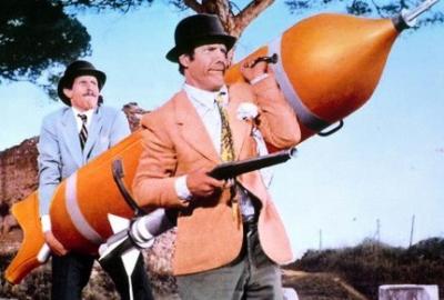 franco-e-ciccio-alle-prese-con-un-mega-missile-in-le-spie-vengono-dal-semifreddo-209281.jpg
