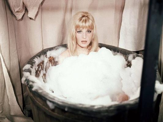 Monica Vitti, bain.jpg