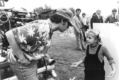 e-t-the-extra-terrestrial-drew-barrymore-and-steven-spielberg-on-set-of-et.jpg