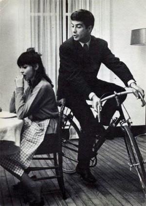Une femme est une femme vélo.jpg