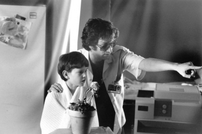 e-t-the-extra-terrestrial-steven-spielberg-and-henry-thomas1.jpg
